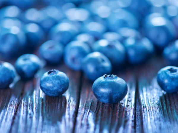 fresh blueberry on wooden board, fresh berries